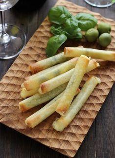 揚げずにトースターでつくるチーズスティック春巻きです カリカリとろりの焼き立てをどうぞ!