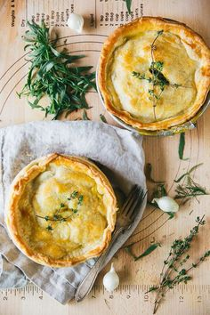 Savory Veggie Pot Pie – The Blonde Chef More (Sun veggie stock for chicken stock to make vegetarian) Veggie Recipes, Vegetarian Recipes, Cooking Recipes, Vegetarian Pot Pies, Vegetarian Italian, Veggie Food, Quiches, Vegetable Pot Pies, Comida Latina