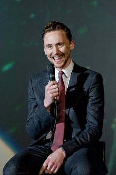 "Tom Hiddleston Q&A at Popcorn Taxi""s Marvel Showcase on Oct 8, 2013 [HQ] (x)"