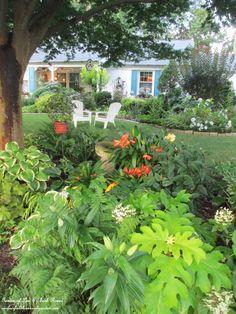 front shady garden bed http://ourfairfieldhomeandgarden.com/garden-walk-my-summer-garden/