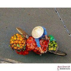 An #orange vendor in #Hanoi. #Vietnam.  Photo by @dodiejogja.  #VNWeekendStories  #VNStreetLife. #HanoiStreetLife. ____ by ig_vietnam