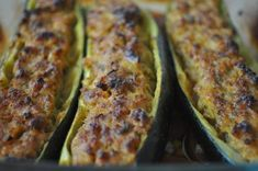 Courgettes farcies à la viande hachée This recipe offers you 750 grams: zucchini filled with minced meat. Recipe rated by 159 voters and 1 comments. Bbq Zucchini, Stuffed Zucchini, Recipe Zucchini, Zucchini Boats, Batch Cooking, Cooking Recipes, Beef Bacon, Recipe Ratings, Ground Beef Recipes
