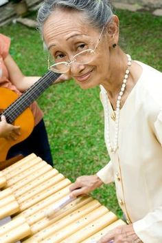 4 studies that support music therapy for dementia and Alzheimer's. 4 studies that support music therapy for dementia and Alzheimer's. Vascular Dementia, Alzheimer's And Dementia, Nursing Home Activities, Art Therapy Activities, Cellulite, Alzheimer's Treatment, Music And The Brain, Creative Arts Therapy, Musica