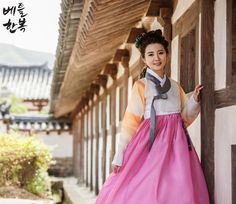 Korean traditional clothes.(한복) #hanbok #dress #한복여행 #trip #한복스냅 #한복촬영 #modern #korean #고궁 #전통한복 #여자한복 #전통한복대여 #한복맞춤 #한복대여점 #natural #pattern #snap #모델