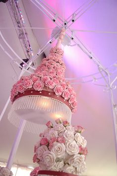 Suspended Cake, Ivy Robinson Weddings & Events, The Art of Cake ahhhh cool