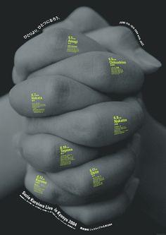 Voici une belle example de contraste de couleur, la touche de vert lime mets de l'emphase sur le texte écrit sur les doights.