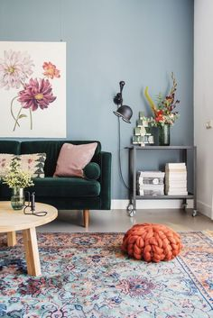 50 Awesome Small Apartment Living Room Design Ideas - Most creative decoration list Living Room Color Schemes, Living Room Grey, Living Room Modern, Living Room Interior, Living Room Designs, Living Room Wall Colors, Living Room Rugs, Blue And Green Living Room, Dining Room