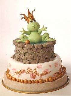 The frog prince on Cake Central. This would make an adorable grooms cake! Fancy Cakes, Cute Cakes, Beautiful Cakes, Amazing Cakes, Fondant Cakes, Cupcake Cakes, Prince Cake, Frog Cakes, Animal Cakes