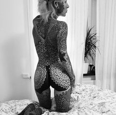 Hot Tattoos, Body Art Tattoos, Girl Tattoos, Tattoos For Women, Tattooed Women, 4 Tattoo, Full Body Tattoo, Filigree Tattoo, Black White Tattoos