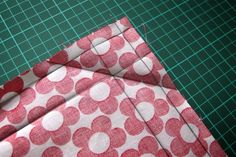 Learn to sew letter corners - Sew letter corner – step by step – great explained by Pattydoo-Ina - Sewing Hacks, Sewing Tutorials, Sewing Projects, Sewing Tips, Pincushion Tutorial, Quilt Binding, Crochet Instructions, Textiles, Sewing Accessories
