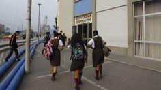 Adolescentes que entran más tarde a estudiar sacarían mejores notas