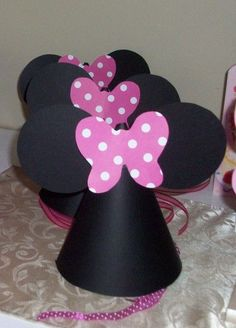 How to Make Minnie Mouse Party Hats - so cute!- @Denise Tuesta @Monica Tuesta-- where were these last year for Bella's Bday! :)