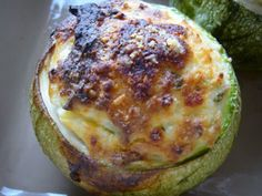Courgette ronde à la ricotta et au basilic New Recipes, Healthy Recipes, Amy, Fruit Shakes, Baked Yams, Lean Protein, Eating Plans, Nutritious Meals, Food Items
