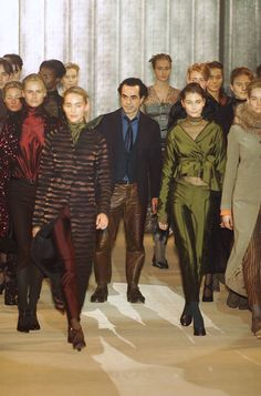 Romeo Gigli at Paris Fashion Week Fall 2001 - Livingly Alexander Mcqueen, Romeo Gigli, Italian Fashion Designers, Love Affair, Clothes Horse, Fashion History, Fashion Sketches, Paris Fashion, Men's Fashion