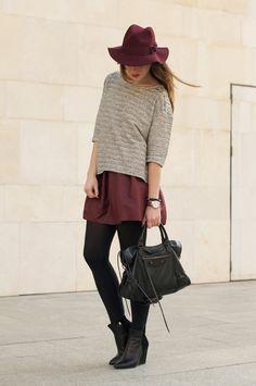 street_style-outfits-looks-oxblood-burgundy-hat-skirt-balenciaga_bag-macarena_gea