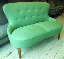 Wow, I would love to get my hands on this vintage love seat
