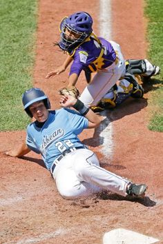 Aguadulce, Panama catcher Juan Crisp can't get the tag on Puerto Rico's Leonardo Lizardi (22), who scored on a double by Pedro Aponte during the fourth inning of an International pool game at the Little League World Series in South Williamsport, Pa. Thursday. (Gene J. Puskar/AP)