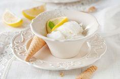 Make delicious Greek-style Frozen Yogurt using lemon, honey, mint and this simple recipe. Greek Frozen Yogurt Recipe, Cream Style, Frozen Treats, Panna Cotta, Easy Meals, Lemon, Ice Cream, Fruit, Ethnic Recipes
