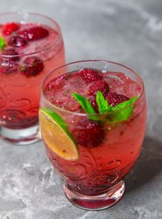 The Mojito has increased inside the scores to become possibly the most popular cocktails. Lime Drinks, Fruit Drinks, Beverages, Most Popular Cocktails, Blackberry Wine, Zeina, Swedish Recipes, Pink Grapefruit, Kitchens