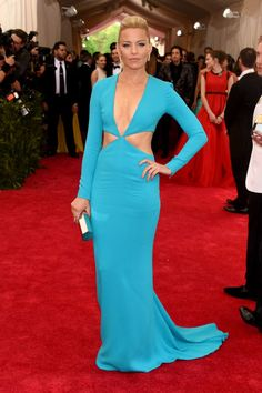 Elizabeth Banks is showing *everyone* how to rock cleavage on the red carpet. #MetGala