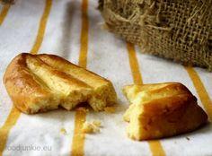 Συνταγές για κουλούρια θα συναντήσετε πολλές, ειδικά αυτήν την εποχή. Ποια άλλη όμως συνταγή δίνει κουλούρια τριφτά και βουτυράτα σας κουραμπιέδες; Μα φυσικά αυτή της Εύης Βουτσινά για παραδοσιακά … Gf Recipes, Greek Recipes, Greek Easter, Greek Desserts, Shortbread Cookies, Biscotti, Nutella, Junk Food, Banana Bread
