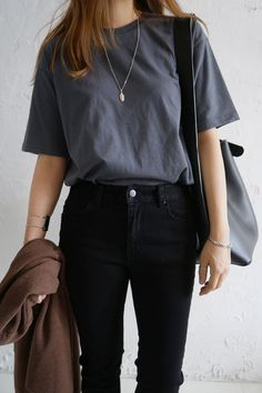 41 Ideas For Fashion Minimalist Wardrobe Capsule Best Picture For Minimalist Fashion casual Boho Outfits, Simple Outfits, Fall Outfits, Cute Outfits, Korean Casual Outfits, Basic Outfits, Outfits With Black Jeans, Hipster Outfits, Simple Ootd