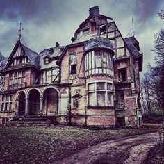 Abandoned house-- I would love to buy something like this and do a renovation project with my husband!