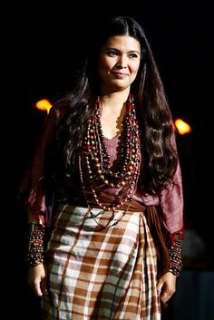 """Ancient Filipino Woman from the """"Alipin"""" or Slave class. Filipiniana Dress, Women's Shooting, Philippines Culture, Filipino Culture, Lily Chee, Filipino Tattoos, Precious Children, Traditional Dresses, Formal Wear"""