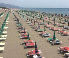 Foto lajm / Moti i keq boshatis plazhet prej dy ditësh