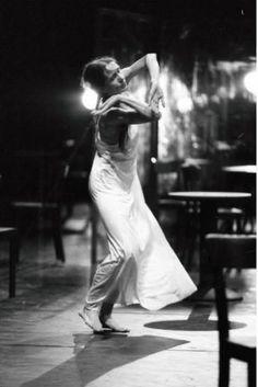 My Theater World Pina Bausch 🖤👣👣👣👣➿➰🖤 Pina Bausch, Ballet Bolshoi, Ballet Dance, Contemporary Dance, Modern Dance, Alvin Ailey, Dance Photography, White Photography, Boris Vallejo