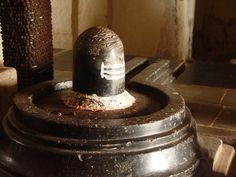 Sri Yantra on lingam-Sri Yantra carved on top of Lingam in Anegundi temple in Karnataka. http://www.sriyantraresearch.com/pictures/Spherical/spherical_sri_yantra_pictures.htm
