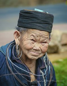 National Geographic Photo Contest, Foto Poster, Old Faces, Ageless Beauty, Interesting Faces, World Cultures, People Around The World, Old Women, Portrait Photography