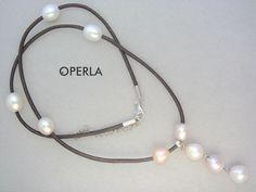 collar de cuero con perlas cultivadas