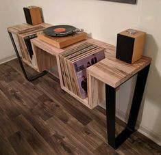 How to Make a DIY Record Player Stand (Woodworking Guide) - Cluttter bench design furniture jigs techniques Woodworking Furniture Plans, Diy Furniture, Furniture Design, Woodworking Guide, Woodworking Techniques, Fine Woodworking, Woodworking Crafts, Diy Living Room Furniture, Woodworking Magazines
