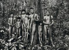 Enquanto preparava o projeto 'Gênesis', Sebastião Salgado encontrou a tribo dos awás na remota Amazônia. O cineasta Wim Wenders, autor do documentário 'O Sal da Terra' sobre a obra de Salgado, explica sua relação com a obra e com o criador.