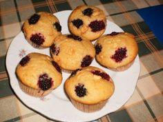 Fehér csokoládés szedres muffin - Gyümölcsös muffin Sweet Cakes, Muffins, Cookies, Breakfast, Food, Crack Crackers, Muffin, Biscuits, Meal