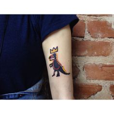 Basquiat inspired T-Rex tattoo on the arm. Creative Tattoos, Unique Tattoos, Beautiful Tattoos, Small Tattoos, Cool Tattoos, Beautiful Body, Bts Tattoos, Time Tattoos, Body Art Tattoos