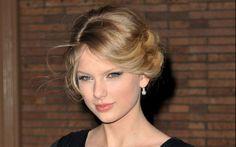 Taylor Swift à la soirée du magazine de Glamour à New York le 10 Novembre 2008.