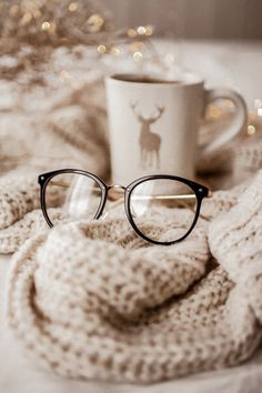 cozy home vibes Autumn Aesthetic, Christmas Aesthetic, Stylish Sunglasses, Sunglasses Women, Flatlay Instagram, Cat Eye Frames, Coffee And Books, Jolie Photo, Hygge