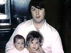 Brian Wilson of The Beach Boys with daughters Carnie and Wendy (of Wilson Phillips). Carl Wilson, Brian Wilson, The Beach Boys, I Love The Beach, Wilson Phillips, Wilson Brothers, America Band, Mike Love, Great Albums