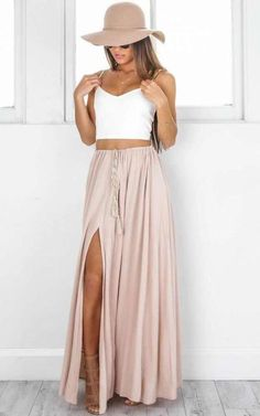Under The Twilight Maxi Skirt In Beige Produced - Kleidung für Frauen - Jupe Cute Hipster Outfits, Cute Summer Outfits, Spring Outfits, Cute Vacation Outfits, Casual Outfits, Winter Outfits, Honeymoon Outfits, Hipster Style, Trendy Style