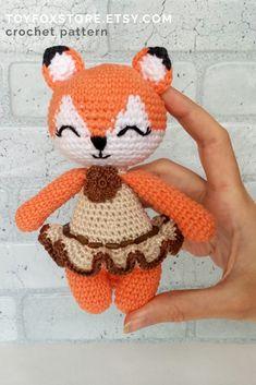 Cute crochet fox couple in one amigurumi pattern Crochet Fox, Crochet Doll Pattern, Crochet Patterns Amigurumi, Cute Crochet, Amigurumi Doll, Fox Toys, Doll Tutorial, Chunky Yarn, Textiles