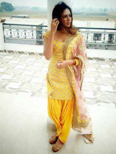 Designer Punjabi Suits, Punjabi Salwar Suits, Salwar Kameez, Patiala Suit Designs, Kurti Neck Designs, Indian Dresses, Indian Outfits, Indian Clothes, Muslim Fashion