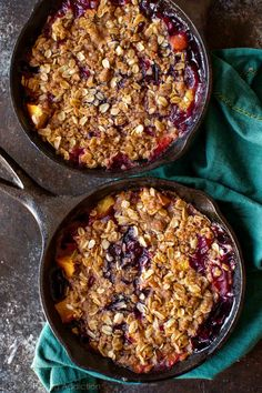 Take your fruit crisp to the next level by making a brown butter streusel and mixing up the fruits! Brown butter blueberry peach crisp recipe on… Fruit Recipes, Sweet Recipes, Dessert Recipes, Cooking Recipes, Summer Recipes, Recipies, Peach Blueberry Crisp, Peach Crisp, Cake Pops