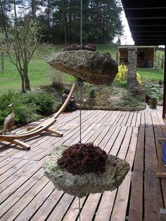 Hängende Steine bepflanzt