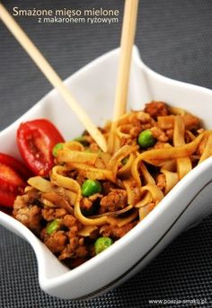 Fried rice-noodles with minced meat Fried Rice Noodles, Oriental Food, Pasta, Japchae, Macaroni And Cheese, Fries, Spaghetti, Dishes, Meat
