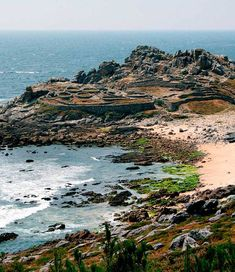 Castro-de-Barona-galicia Costa, Celtic Nations, Beach Vibes, In Another Life, Beach Wear, Travel Goals, Terra, Beautiful Places, Places To Visit