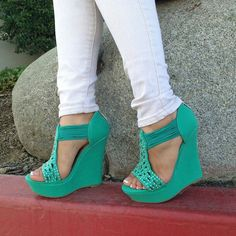 Love this color :) cute wedges !