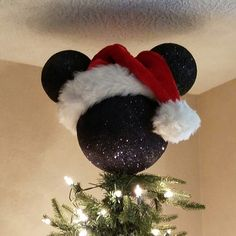 Mickey Mouse Tree Topper Artificial fir tree as Christmas decoration? A synthetic Christmas Tree or perhaps a real one? Disney Christmas Crafts, Mickey Mouse Christmas Tree, Diy Christmas Tree Topper, Disney Christmas Decorations, Disney Ornaments, Christmas Tree Themes, Disney Crafts, Holiday Crafts, Christmas Holidays