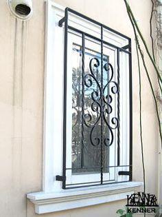 ロートアイアン施工事例:面格子・窓枠飾り